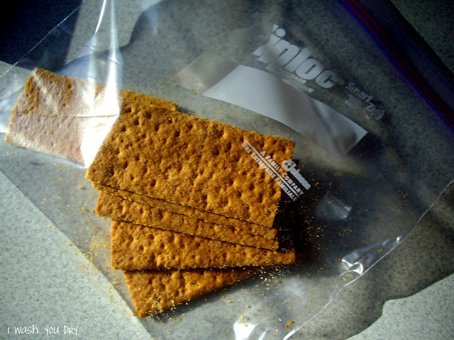 Graham crackers in a ziplock bag.