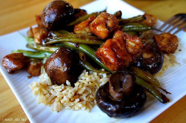 Mushrooms, chicken, green beans and rice on a plate.