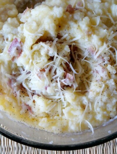 A close up of a bowl of mashed potatoes