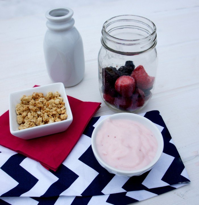 Smoothie using fresh or frozen berries