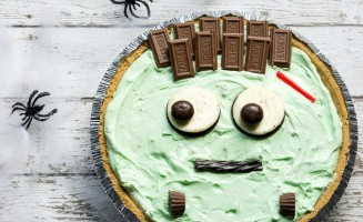 Pistachio Cream Frankenstein Pie! The perfect last-minute, quick and easy, Halloween treat!