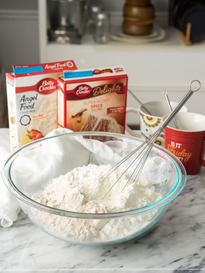 This Two Ingredient Spiced Mug Cake mix is perfect for giving as gifts to neighbors, friends and teachers!