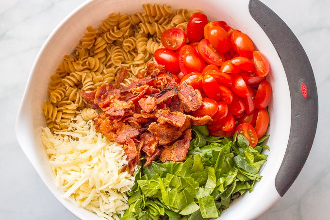 BLT pasta salad with a creamy dressing