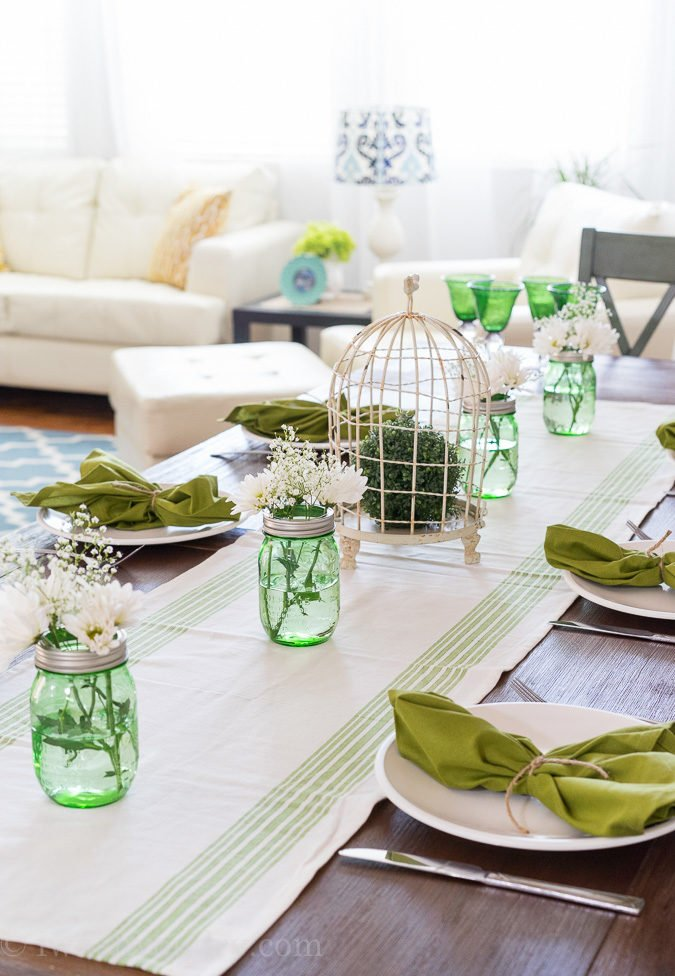 LOVE this gorgeous green table setting!