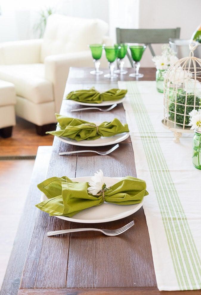 I LOVE this gorgeous farmhouse table!
