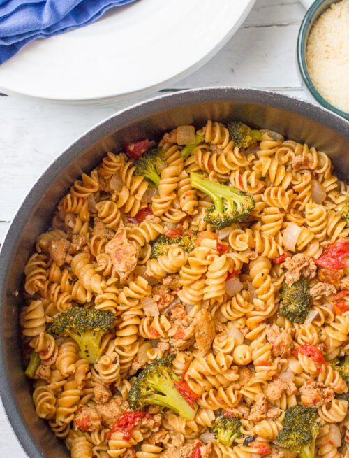One pot pasta with sausage and broccoli - an easy all-in-one dinner!