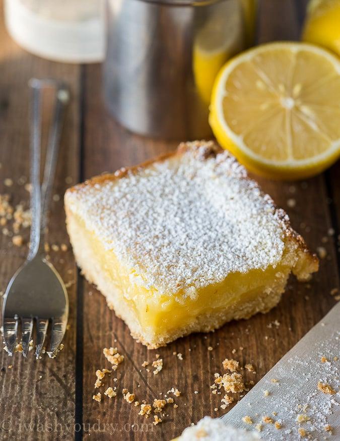 powder sugar on top of lemon bar with fork