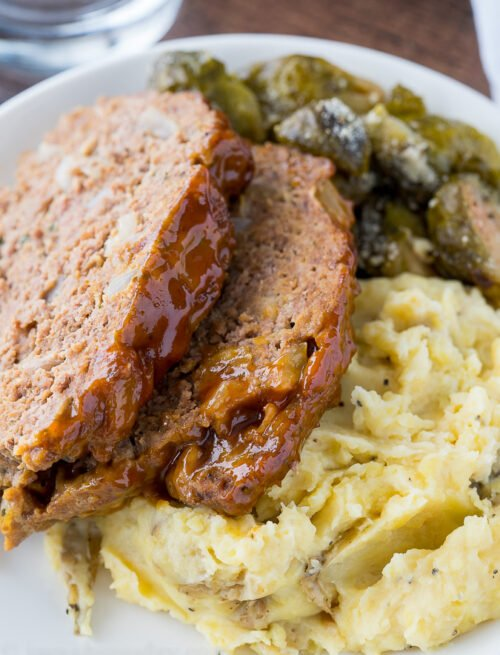 This Instant Pot Meatloaf Mashed Potatoes is a complete meal made in 20 minutes in your pressure cooker! So genius!