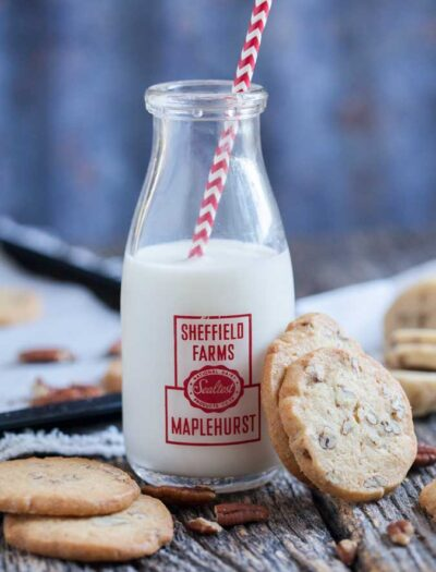 Looking for a crispy, versatile cookie to dip, dunk or dress up? Vanilla icebox cookies are the perfect base for all kinds of desserts.