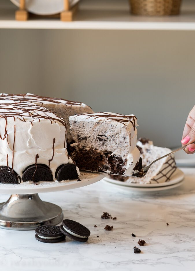 Decorate the outside of your homemade ice cream cake with extra oreo cookies and drizzles of hot fudge.