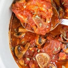 A pot of food with chicken cacciatore in it