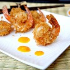 A close ups of fried shrimp on a plate