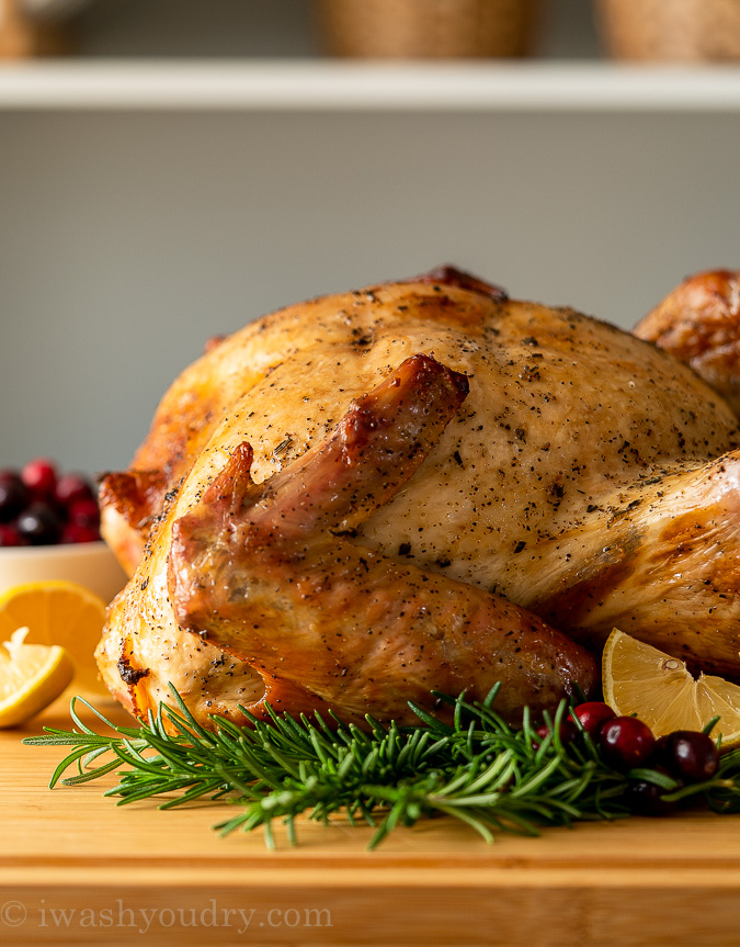 Perfectly roasted Turkey with juicy meat, using a dry brine method!