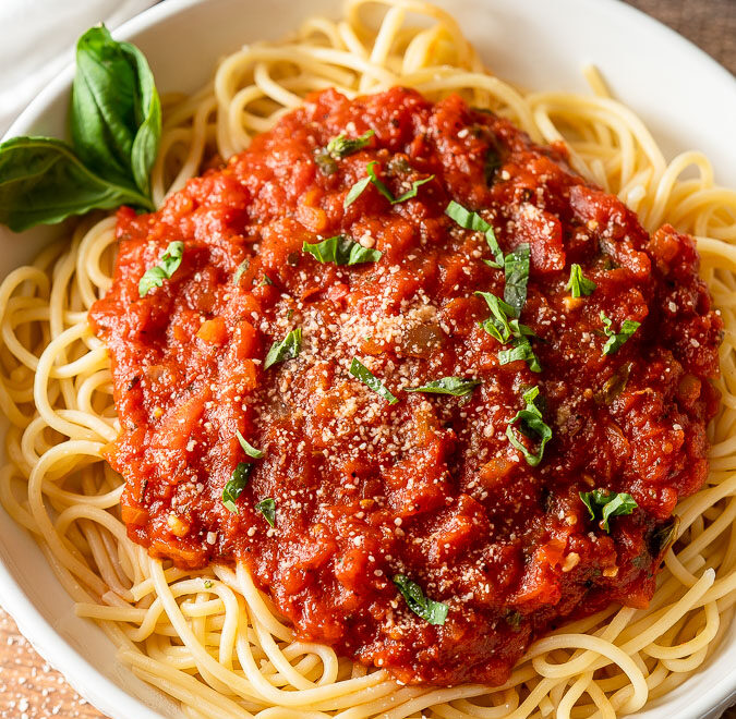Top your freshly cooked pasta with this easy Homemade Marinara Sauce that's filled with rich tomatoes, garlic and basil!