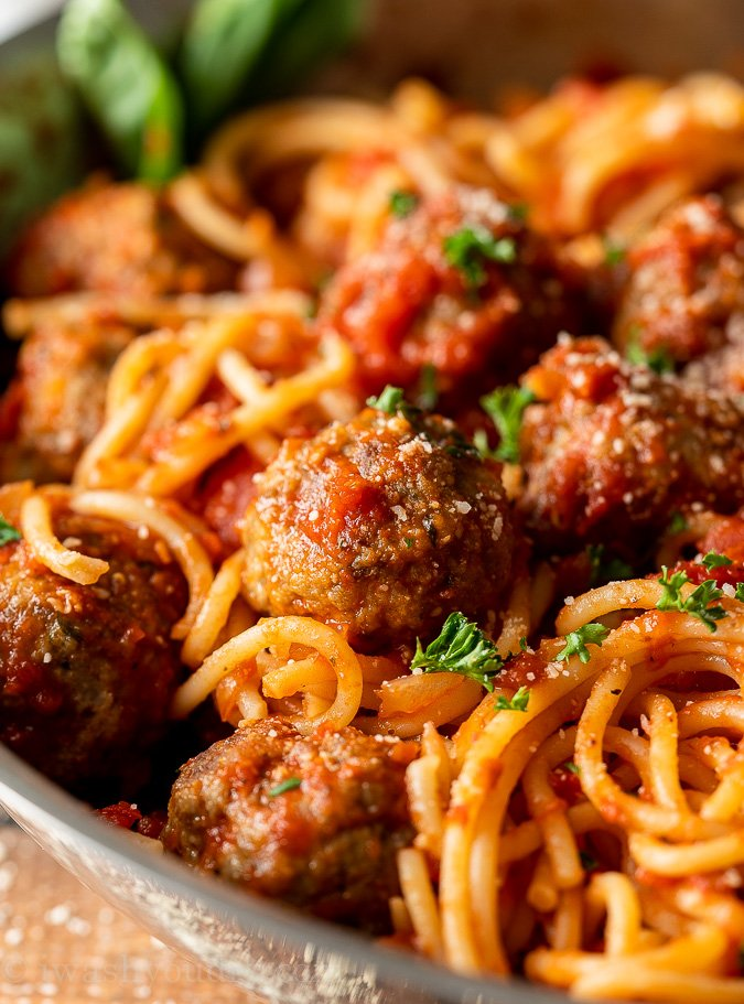 Meatballs Recipe easy with spaghetti and classic marinara sauce.
