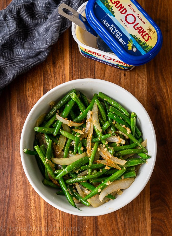 green beans and onions in white bowl