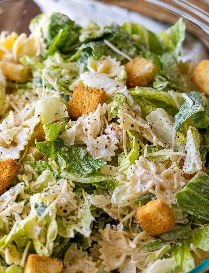 pasta salad with lettuce and dressing