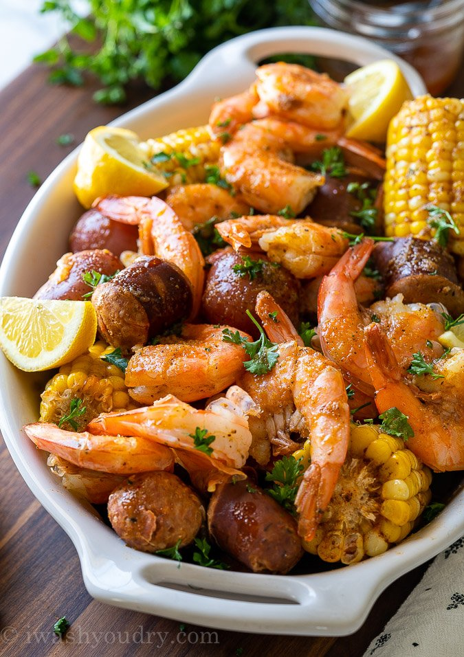 low country shrimp boil with lemons
